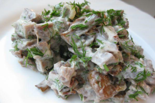 Салат с куриными желудками под майонезом фото