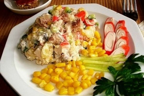 Салат с куриными желудками и кукурузой фото