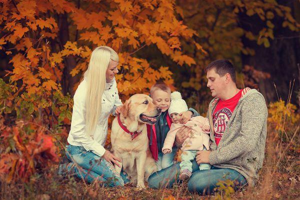Семья с питомцем фото