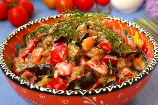 Теплый салат с черри фото