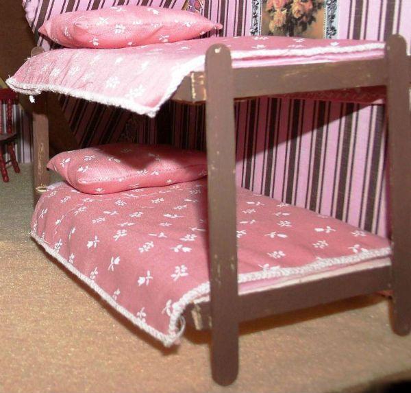 Кровать из палочек мороженого фото