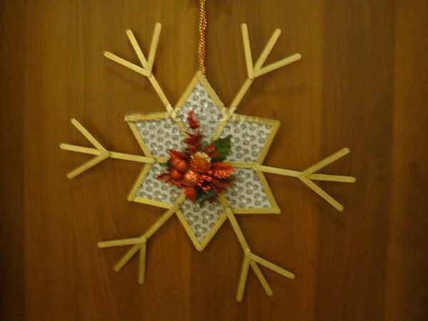 Новогодние украшения из палочек от мороженого 2 фото