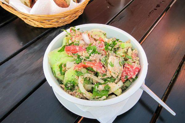 Салат из помидоров с ореховым соусом фото