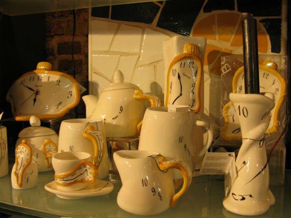 Сувениры а-ля Дали фото