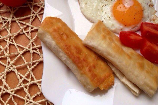 Трубочки из мяса и сыра фото