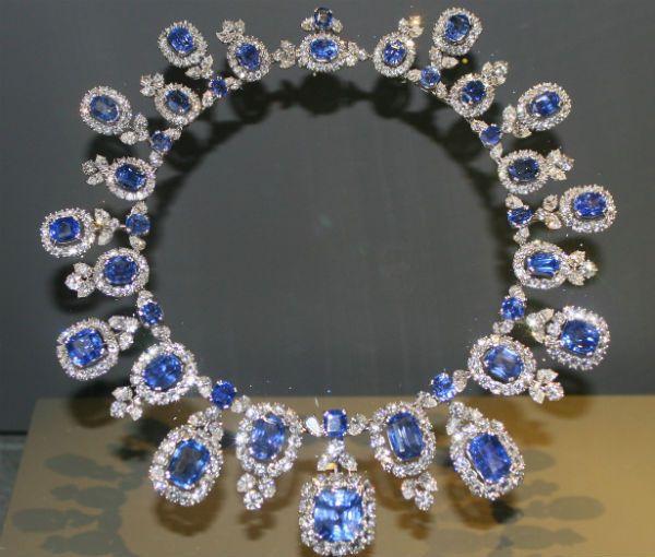 Ювелирные украшения и драгоценные камни фото