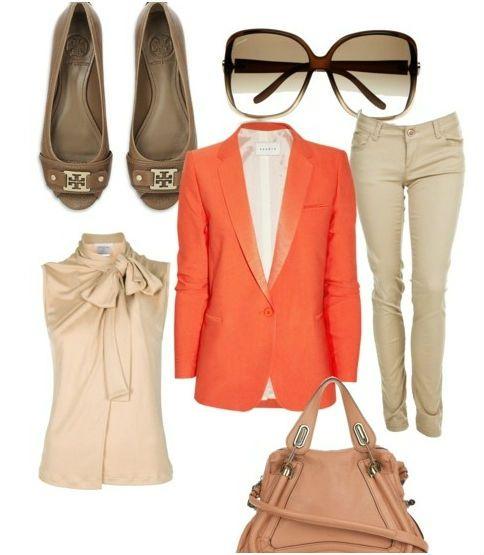 Бежевые брюки и оранжевый жакет фото