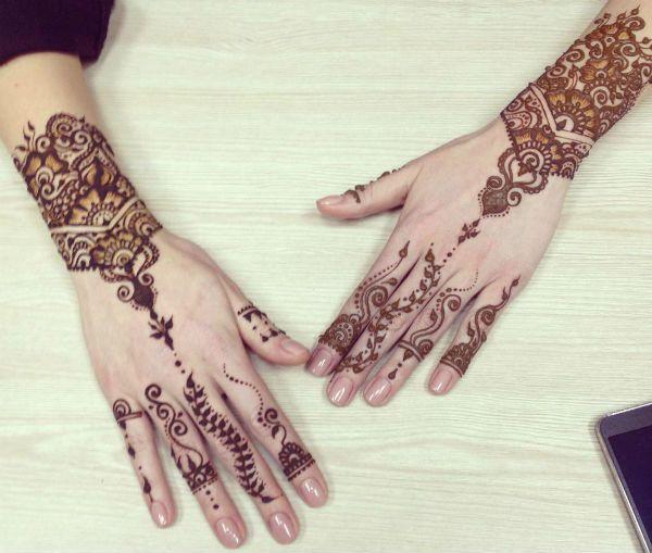 Мехенди на руке и на пальцах фото
