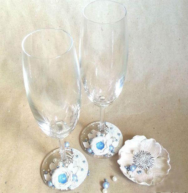 Декор свадебных бокалов полимерной глиной фото
