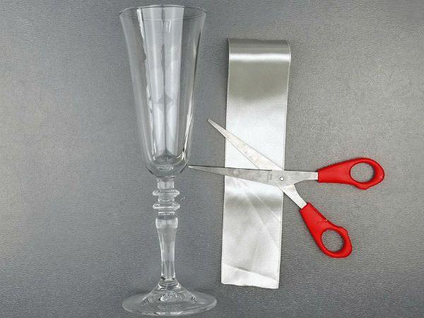 Декор свадебных бокалов кружевом и лентами шаг 2 фото