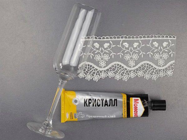 Декор свадебных бокалов кружевом шаг 4 фото
