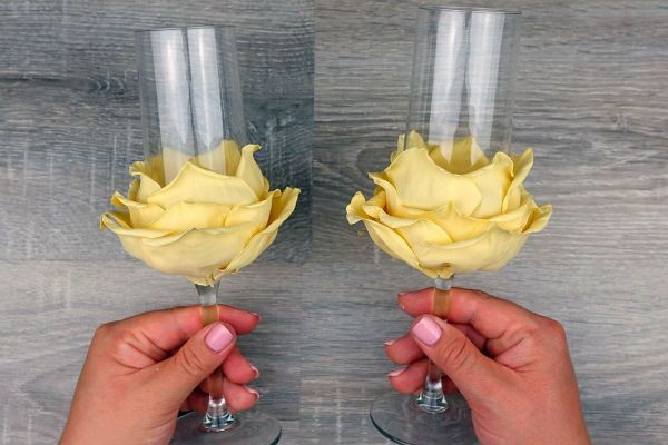 Декор свадебных бокалов лепестками шаг 26 фото