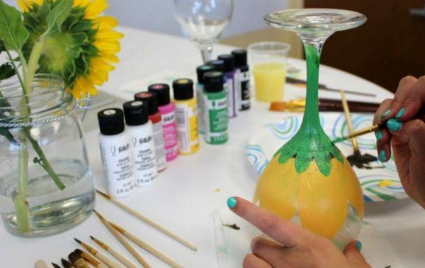 Как украсить бокалы акриловой краской шаг 4 фото