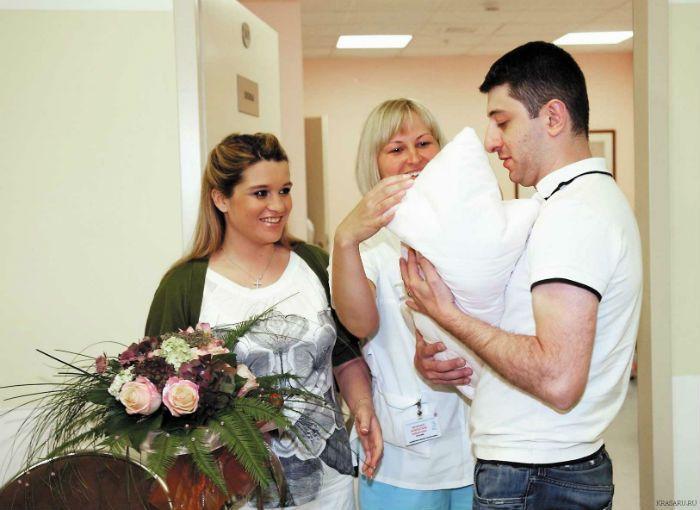 Юрий Будагов и Ксения Бородина фото в роддоме