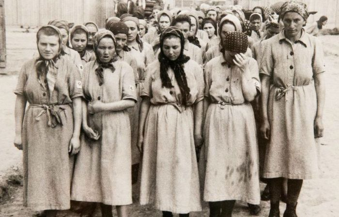 Женщины в концлагерях фото