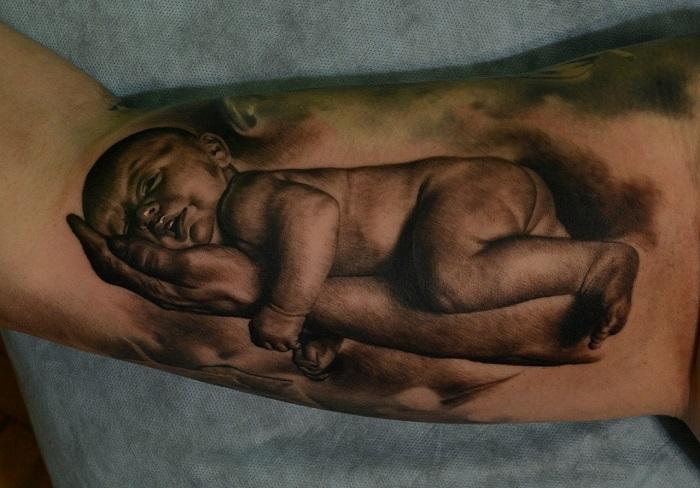 тату на руке спящий ребенок фото