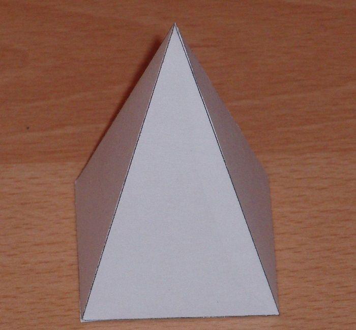 Объемная пирамида из бумаги