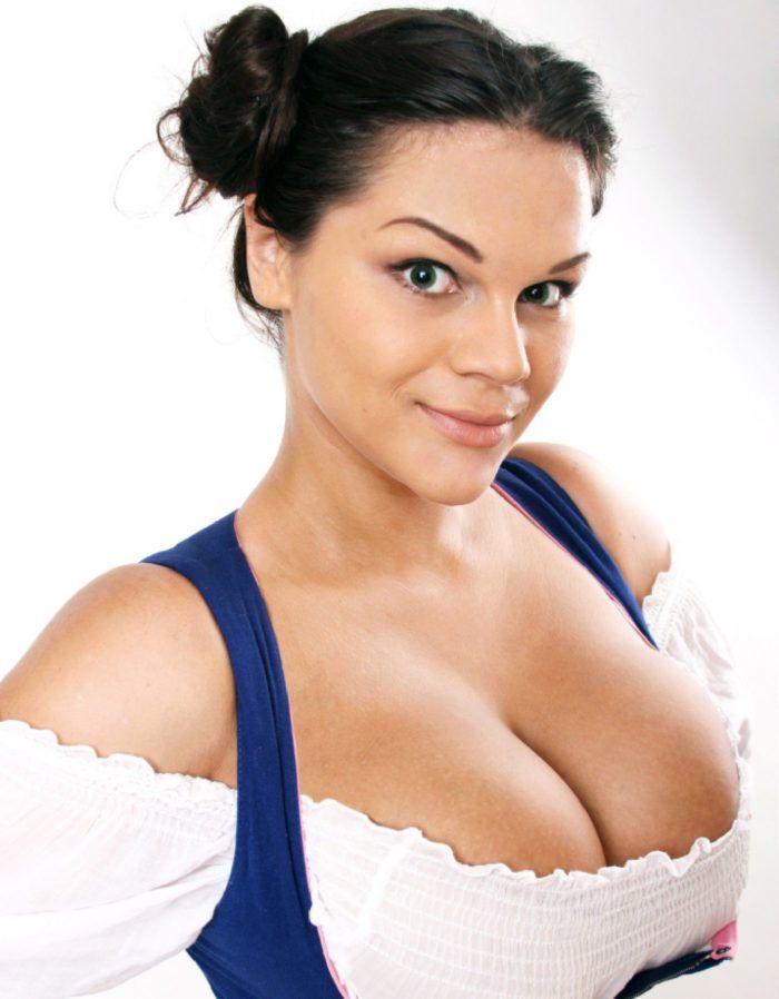 Самая большая грудь в мире Мария Зарринг