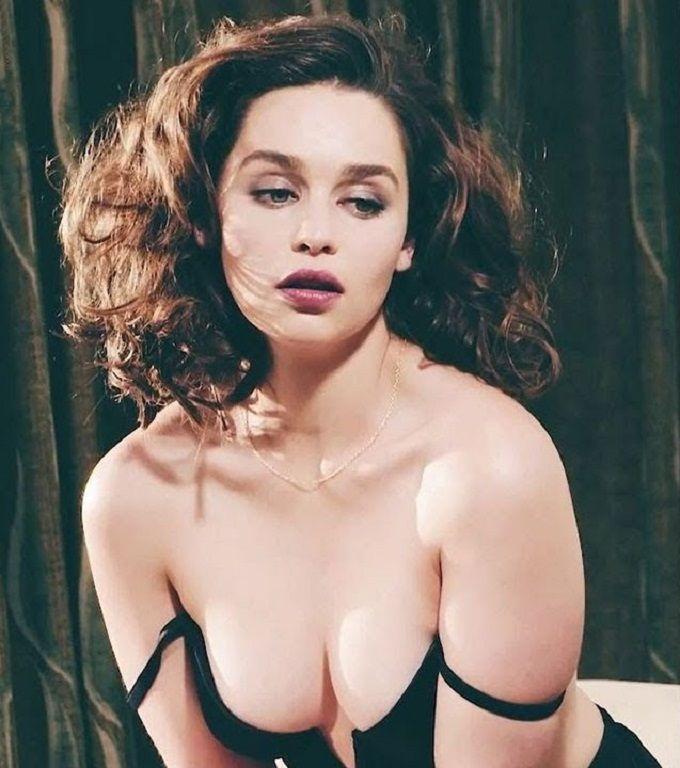 Топ 50 женщин с самой красивой грудью Эмилия Кларк