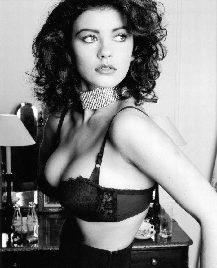 Топ 50 женщин с самой красивой грудью Кэтрин Дзета Джонс