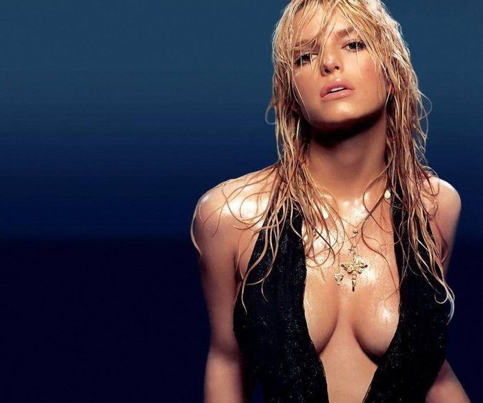 Самая красивая и сексуальная грудь в мире Джессика Симпсон