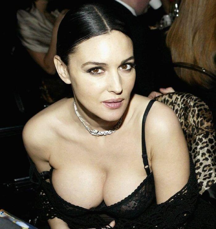 Топ 50 женщин с самой красивой грудью Моника Беллуччи