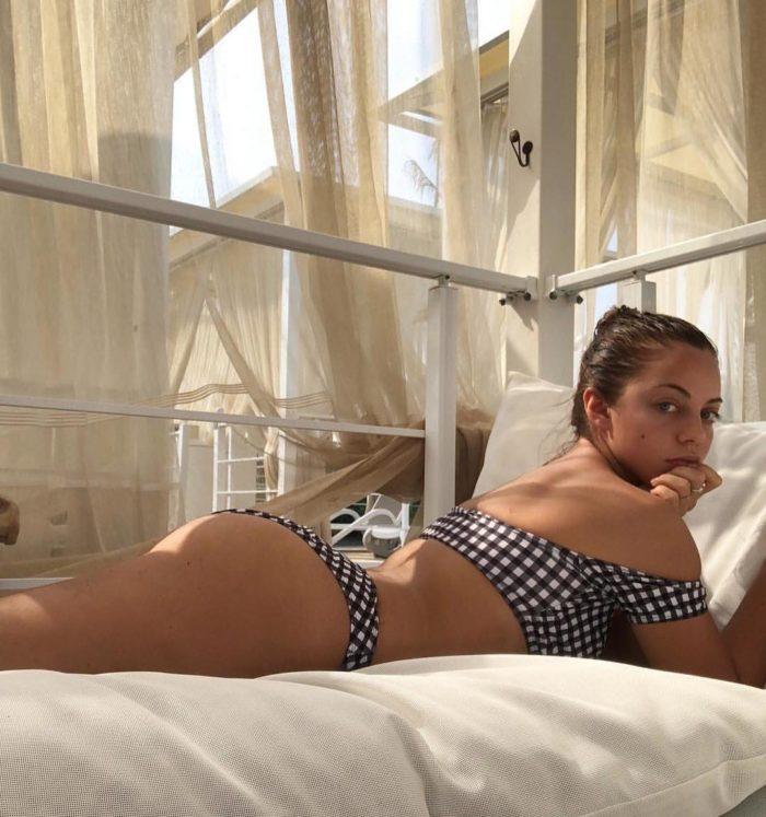 Катя Кищук фото в стильном купальнике